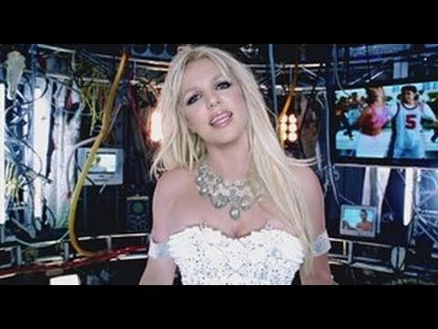 画像: Britney Spears - Hold It Against Me www.youtube.com