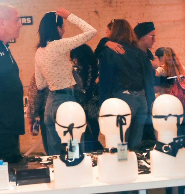 画像3: ケンダル・ジェンナー&カーラ・デルヴィーニュ、NYで人気の『セックス博物館』へ!