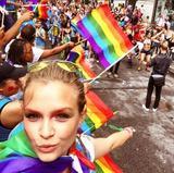 画像: 毎年のようにゲイ・パレードに参加しているジョセフィン。