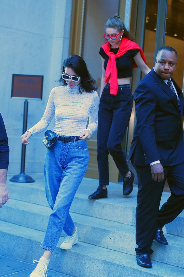画像4: ケンダル・ジェンナー&カーラ・デルヴィーニュ、NYで人気の『セックス博物館』へ!
