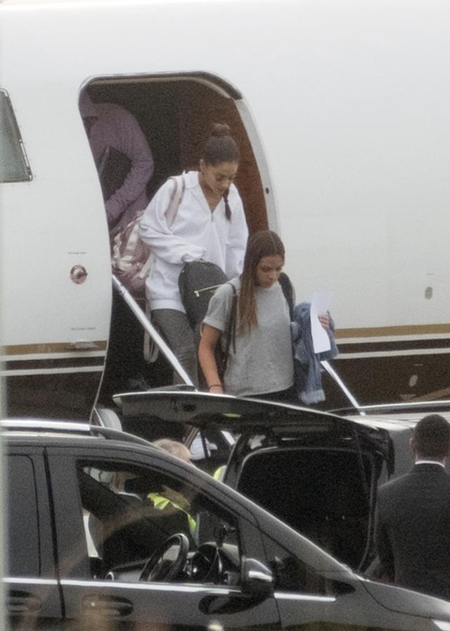 画像2: 【特別入手】アリアナ・グランデが英マンチェスターに到着したところを激写!
