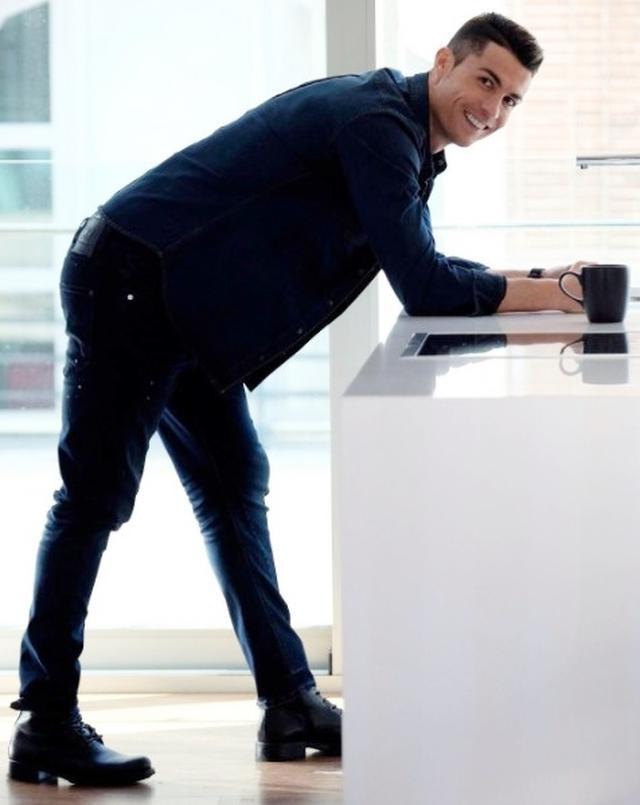 画像1: クリスティアーノ・ロナウドが「動けるデニム」ラインを発表