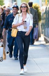画像3: 同ブランドの白スニーカーはセレブ愛用者が多数!