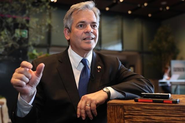 画像: オースティンのスティーヴ・アドラー市長。