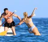 """画像3: 今年注目の""""ハイウエスト・ビキニ""""! 人気シンガーのイギー・アゼリアの休暇ショット"""
