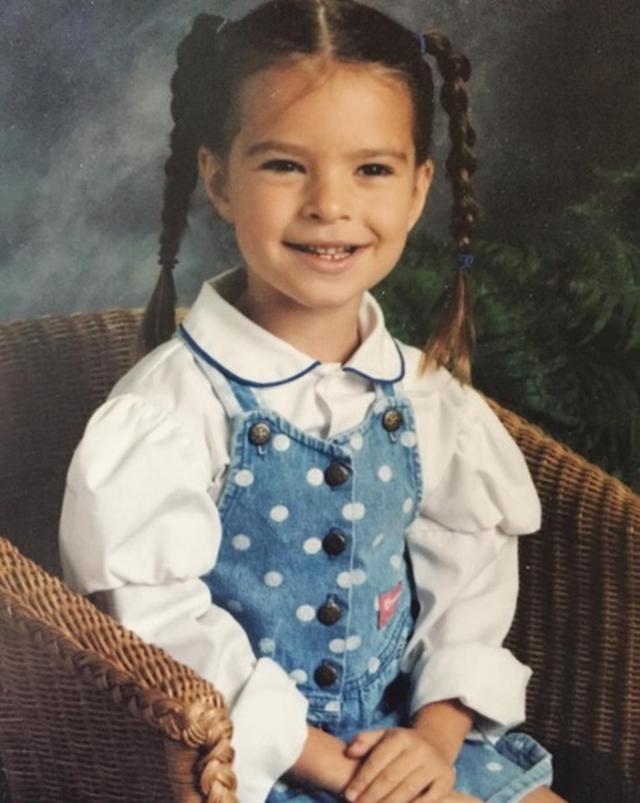 画像1: エミリー・ラタコウスキーは黒目がちな清楚少女だった。