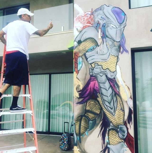 画像1: クリス・ブラウン作『ドラゴンボール』フリーザの巨大壁画がスゴすぎ
