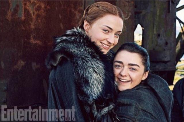 画像: ドラマ内では姉妹を演じる2人