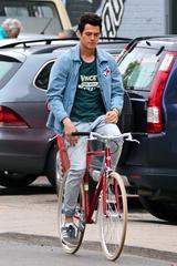 画像2: 自転車は手放し派