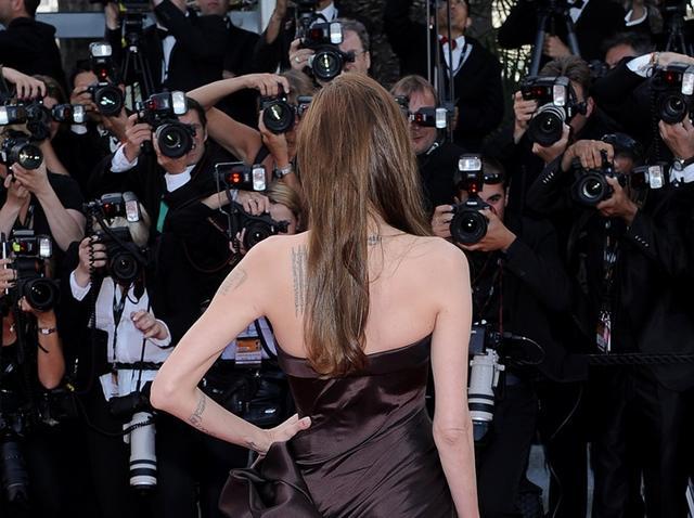 画像: アンジェリーナ・ジョリー 、レッドカーペットでの恒例行事。