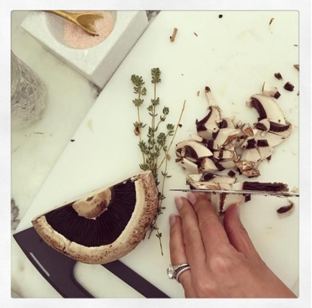 画像2: 薬指に指輪がチラリ!ミランダ・カーが結婚後初めて公の場に姿を現す