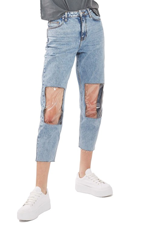 画像2: ミリー・ボビー・ブラウン、TOPSHOPの膝だけ透明デニムを着こなす