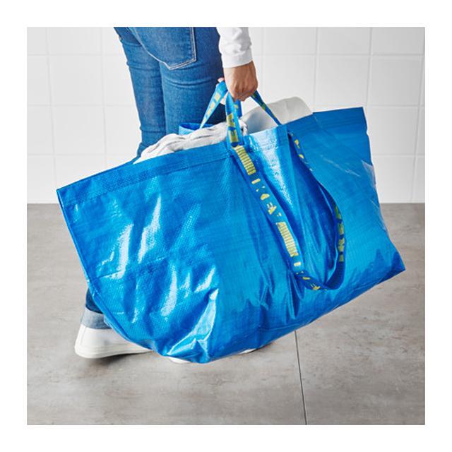 画像: 99円で買えるイケアのフラクタと言われる青バッグ。
