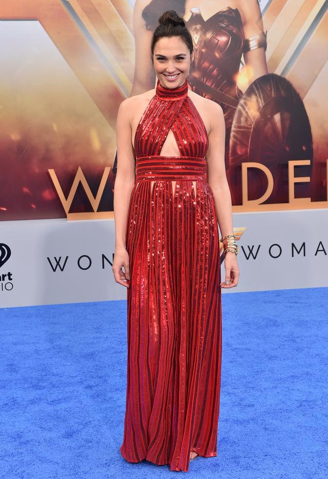 画像1: 『ワンダーウーマン』プレミアに主演女優が5,500円のフラットシューズで登場