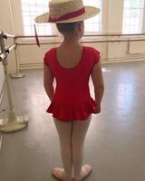 画像: ハーパー・ベッカム5歳、バレエ教室で美しいポージング