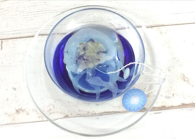 画像2: 青いハーブティーのなかでクラゲが浮かぶ、クラゲティーバッグが発売