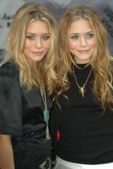 画像: 2003年【17歳】 MTVのイベントに参加した初々しい2人だけれど、この時もう芸歴17年。