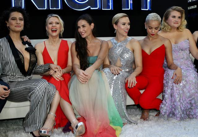 画像: 左から、イラナ・グレイザー、ケイト・マッキノン、デミ・ムーア、スカーレット・ヨハンソン、ゾーイ・クラヴィッツ、ジリアン・ベル。