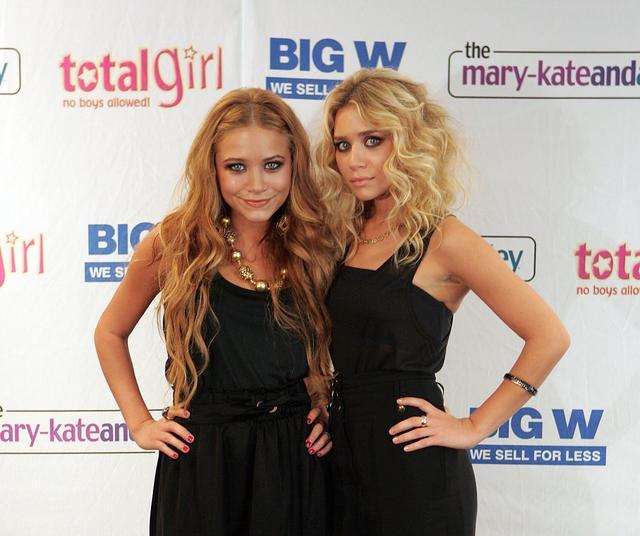 画像: 2006年【20歳】 20歳にして姉妹が手掛けるブランド「ザ・ロウ」を立ち上げた。