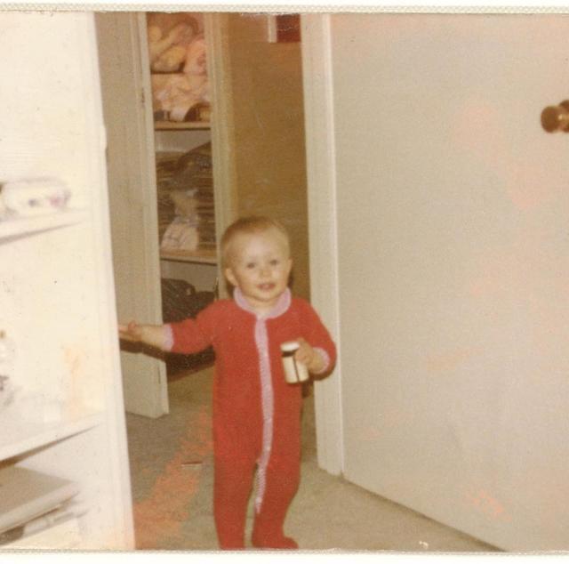 画像2: 美しいブロンドは今も健在!この美少女、一体誰の幼少期でしょう?