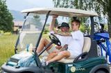 画像1: ゴルフカートで公道走る