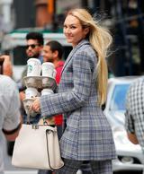 画像2: ニューヨークの街中で撮影中のキャンディス・スワネポールが美しすぎる