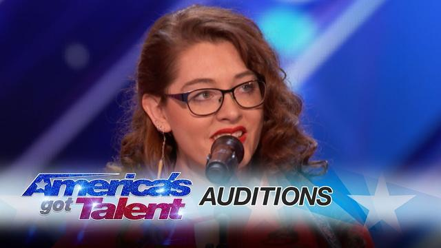 画像: Mandy Harvey: Deaf Singer Earns Simon's Golden Buzzer With Original Song - America's Got Talent 2017 www.youtube.com