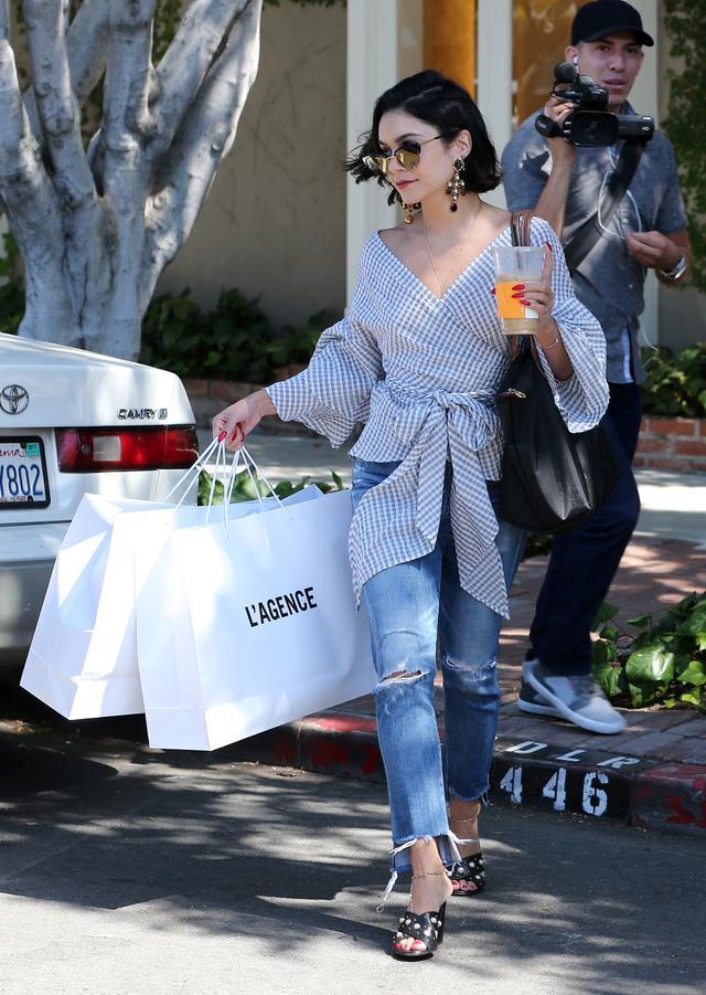画像4: ヴァネッサ・ハジェンズ、トレンドを織り交ぜたデニムスタイルでお買い物