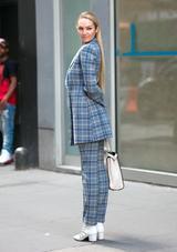 画像4: ニューヨークの街中で撮影中のキャンディス・スワネポールが美しすぎる