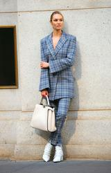 画像3: ニューヨークの街中で撮影中のキャンディス・スワネポールが美しすぎる