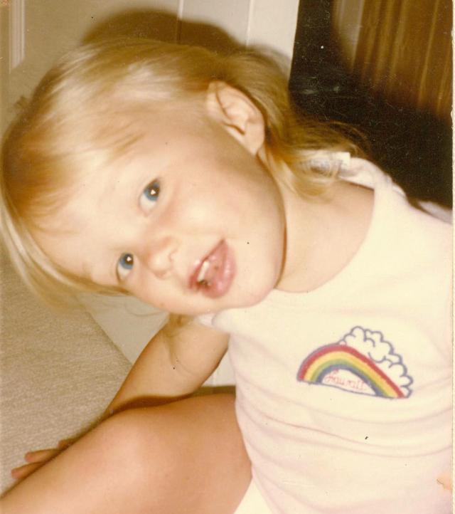 画像1: 美しいブロンドは今も健在!この美少女、一体誰の幼少期でしょう?