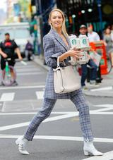 画像1: ニューヨークの街中で撮影中のキャンディス・スワネポールが美しすぎる