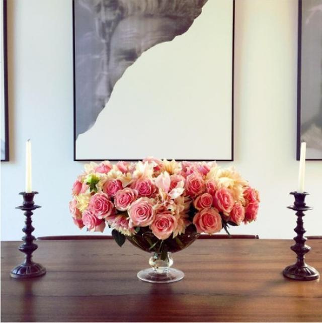 画像: ロージーの自宅にもバラが。