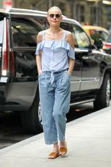 画像1: 大人の余裕を感じるデニムの着こなし方はケイト・ボスワースをお手本に
