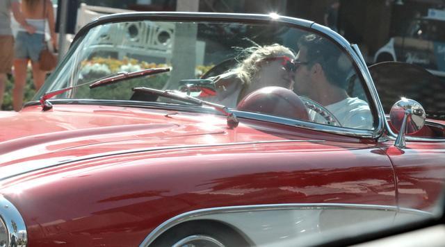 画像3: ジョーの愛車でデート
