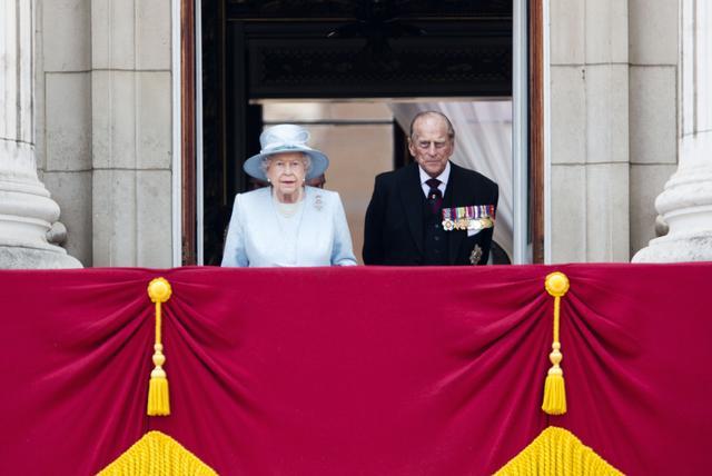 画像1: 相次ぐ悲報を受けて女王が声明