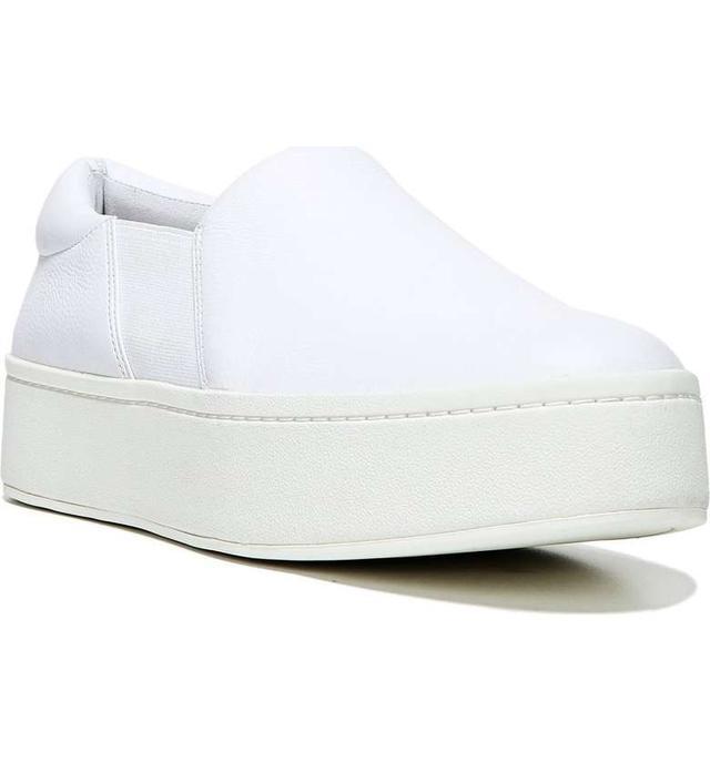 画像: ジェシカ・アルバ、お気に入りの白スニーカーを2日間で4回も履き回し