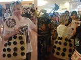 画像: 羽田空港でファンに笑顔で対応するカーリー