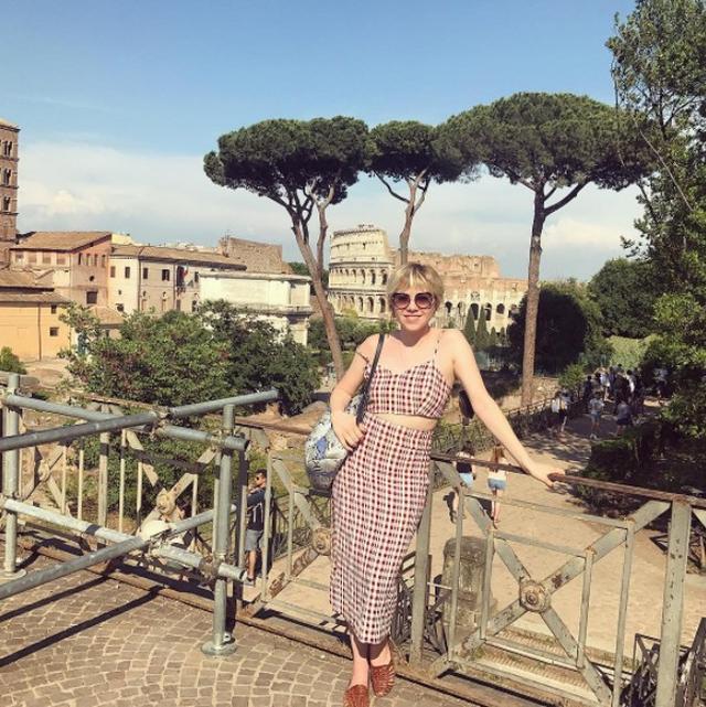 画像1: カーリー・レイ・ジェプセン、イタリア旅行でのサマーファッション