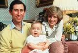 画像: 1983年【1歳】 父チャールズ皇太子と母の故ダイアナ妃と
