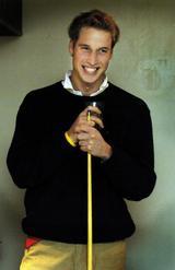 画像: 2004年【22歳】 通っていたセント・アンドルーズ大学のバーにて、友人とビリヤード