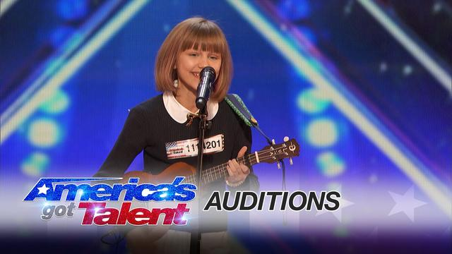 画像: Grace VanderWaal: 12-Year-Old Ukulele Player Gets Golden Buzzer - America's Got Talent 2016 www.youtube.com