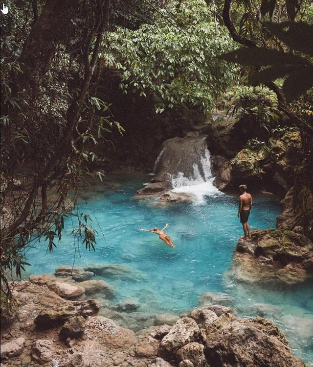 画像: フィリピンのジャングルで見つけた天然のプール