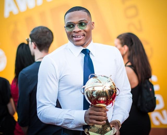 画像: MVPを受賞したラッセル。