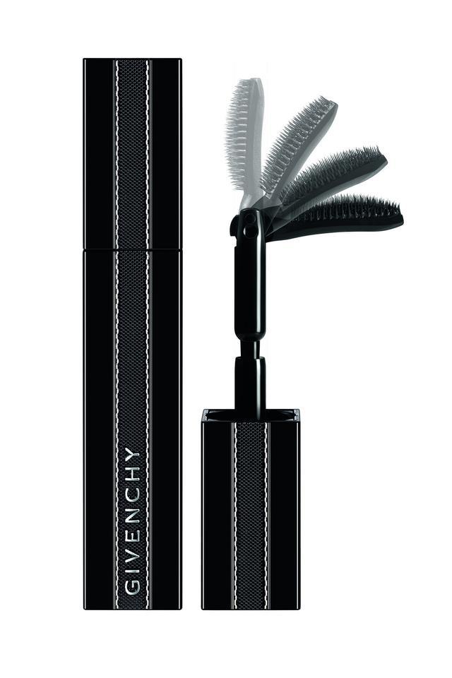 画像3: ジバンシイの新作マスカラは、史上初の90度に折れるブラシで、エクステ級まつ毛に
