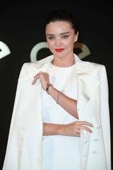 """画像: ミランダはイベントに、普段から愛用する""""パンテール ドゥ カルティエ ウォッチ""""を着用して。Photo:ニュースコム"""