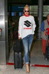 画像1: 人気モデル、ルイ・ヴィトン×シュプリームのコラボアイテムを着用