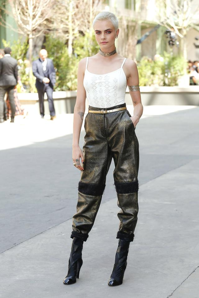 画像1: カーラ・デルヴィーニュ、煌びやかなパンツスタイルがクール!