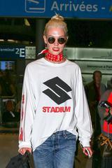 画像2: 人気モデル、ルイ・ヴィトン×シュプリームのコラボアイテムを着用