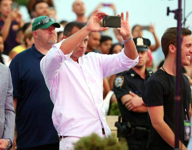 画像4: ファン並みに真剣に撮影